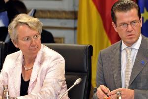 Bundeskanzlerin-Angela-Merkel-CDU-r-Bundeswirtschaftsminister