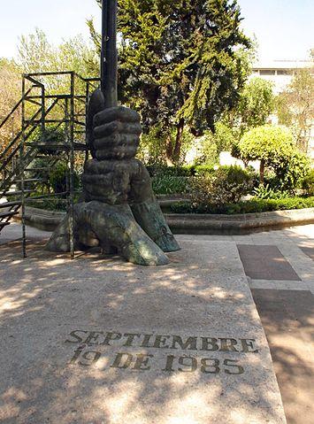 355px-MONUMENTO_A_LOS_CAIDOS_EL_19_DE_SEPTIEMBRE_DE_1985