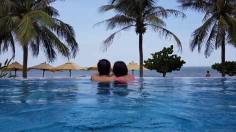 sea-beach-swimming-pool-resort-vacation-leisure-1589903-pxhere.com